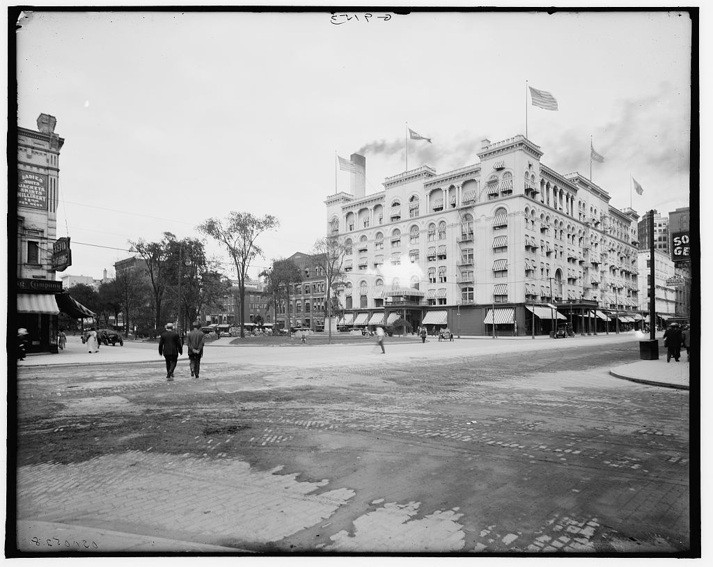 [Hotel Cadillac & Washington Boulevard, Detroit, Mich.]