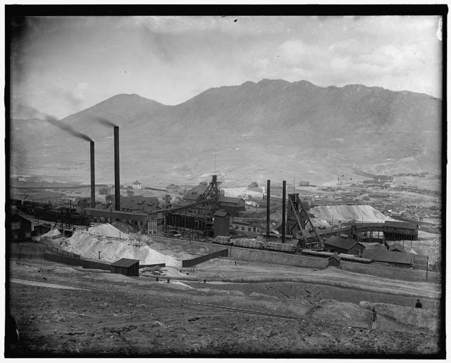 [Industrial plant, possibly related to mining or metallurgical industry, in Butte, Montana]