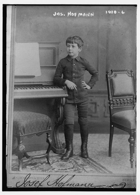 Josef Hofmann standing next to piano, J.C. Schaarwachter, Berlin / J.C. Schaarwachter