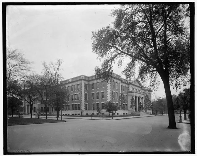 [Large building, Savannah, Ga.]