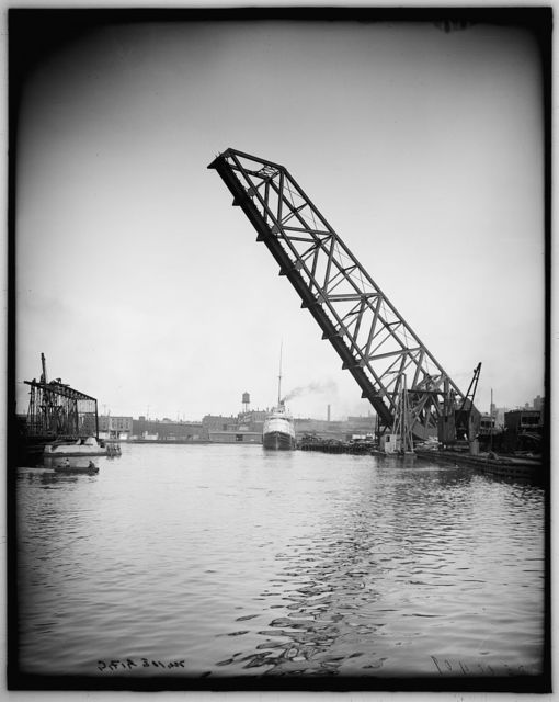 [Lift bridge & Str. City of Montreal, Cleveland, Ohio]