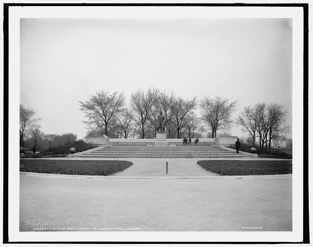 Lincoln Monument in Lincoln Park, Chicago