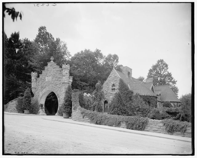 [Lodge gate, Harrison estate, Lime Kiln Park, Philadelphia, Pa.]