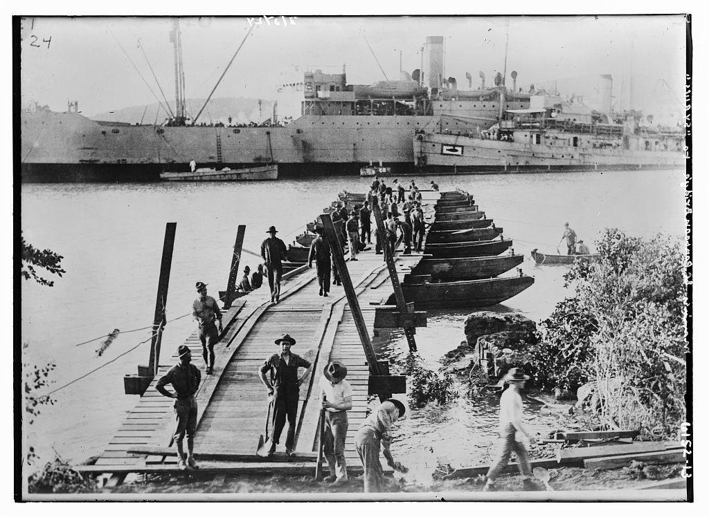 """Marines & pontoon bridge to """"Syrius"""""""