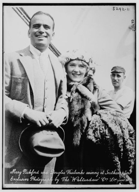 Mary Pickford & Doug Fairbanks arrive Southhampton
