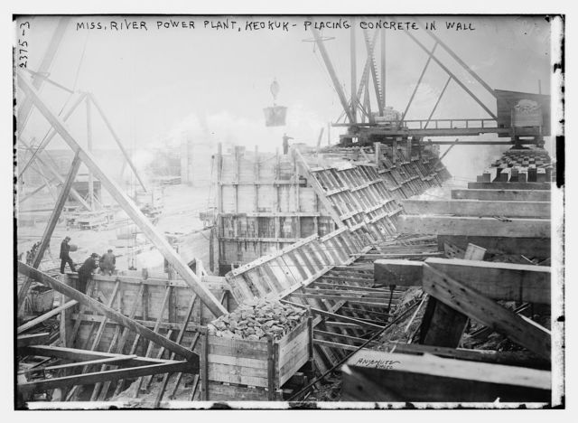Miss. River Power Plant, Keokuk - Placing Concrete in Wall