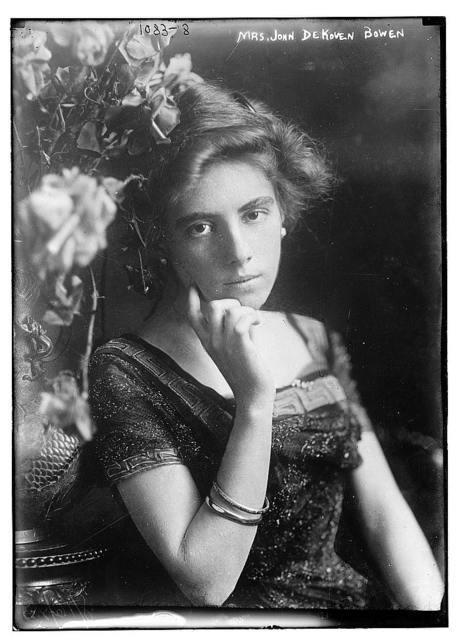 Mrs. John DeKoven Bowen seated