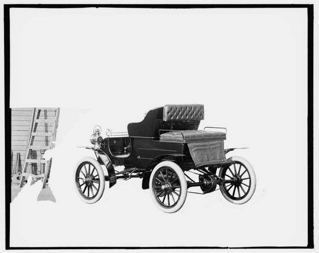 [Northern Manufacturing Company automobile, rear-quarter view]
