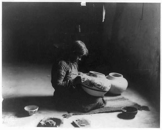 Nunipayo [i.e. Nampeyo] decorating pottery