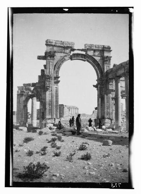 Palmyra (Tadmor). Triumphal arch, central portion