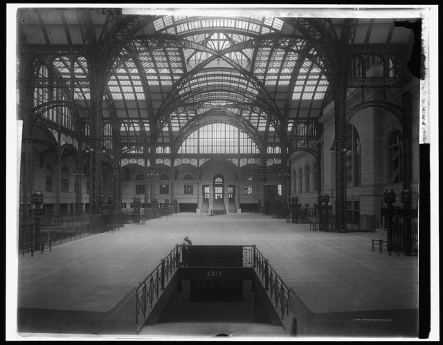 [Pennsylvania station, main concourse, New York]