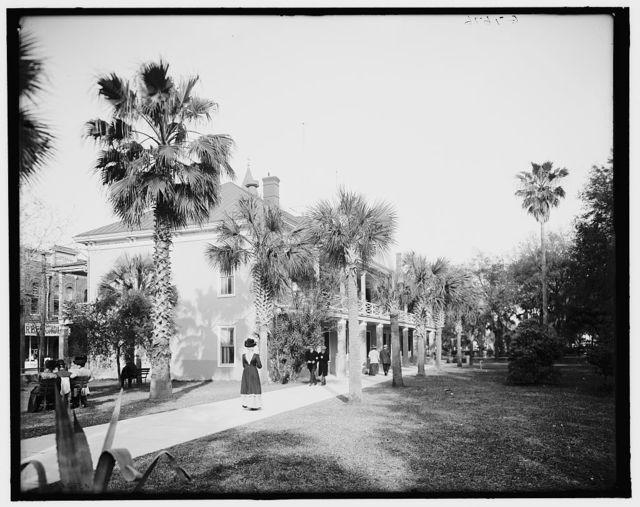 [Post Office and Plaza de la Constitucion, St. Augustine, Fla.]