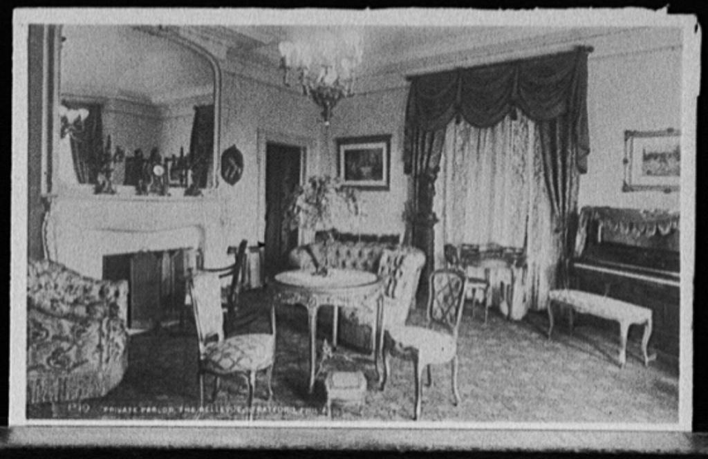 Private parlor, the Bellevue-Stratford, Phila[delphia]
