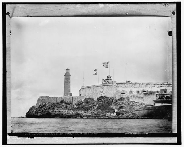 [Raising the American flag on Morro Castle, Jan. 1, 1899]