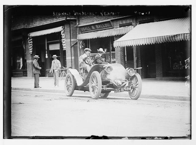 Reginald Vanderbilt, in auto, Newport