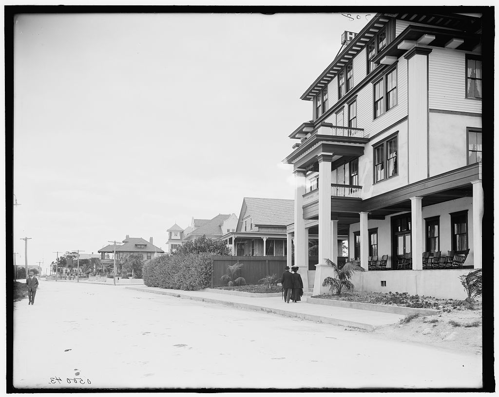 [Residences along the Bay Boulevard, Miami, Fla.]