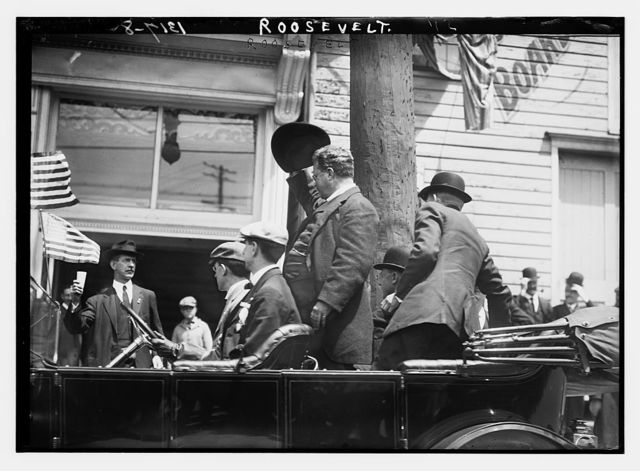 Roosevelt in car