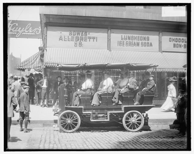 [Seeing Chicago, auto at Monroe Street near State, Chicago, Ill.]
