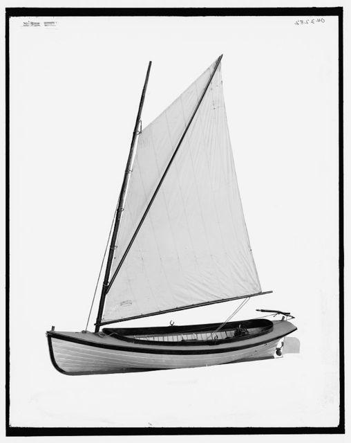 [Sixteen-foot, combination power-sail launch]