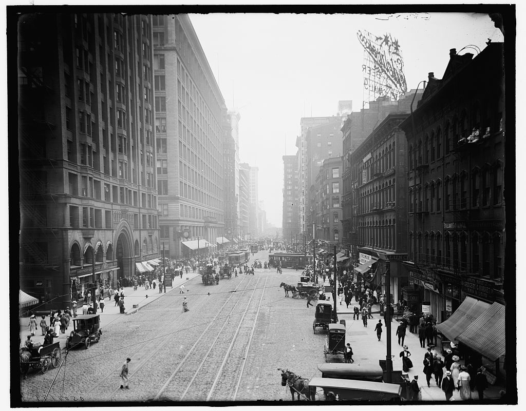 [State Street, south from Randolph, Chicago, Ill.]