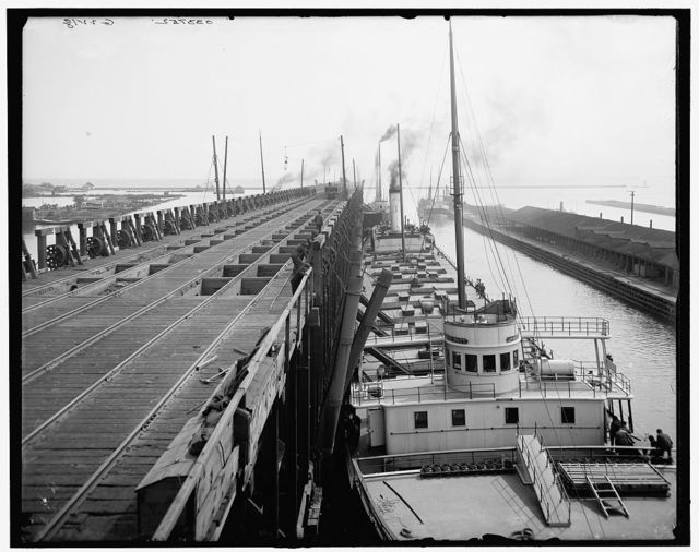 [Str. landing at S.S. Ry. ore docks, Marquette, Mich.]