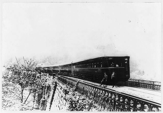 "The Adam's ""Windsplitter,"" B&O experimental streamlined train of 1900"