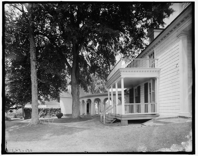 [The Library piazza and the south colonnade, Mt. Vernon, Va.]