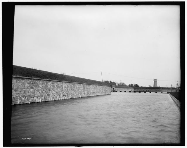 [The Moat and main entrance, Fort Monroe, Va.]