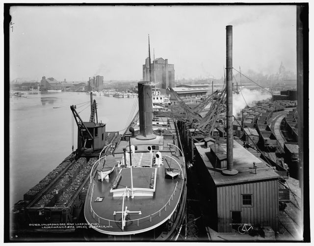 Unloading ore and loading fuel, Lackawanna ore docks, Buffalo, N.Y.