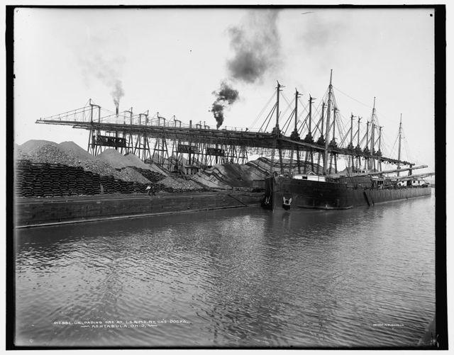Unloading ore at L.S. & M.S. [Lake Shore & Michigan Southern] Ry. Co.'s docks, Ashtabula, Ohio