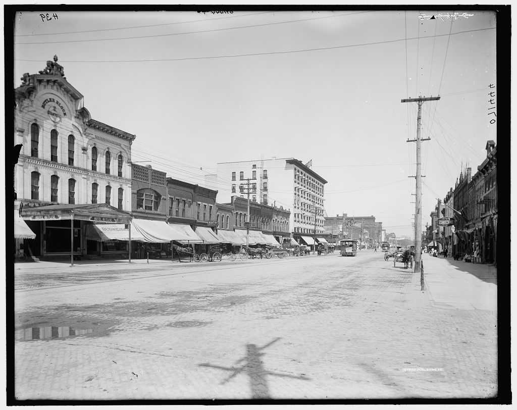 Washington Ave. [i.e. Avenue], business section, Lansing, Mich.