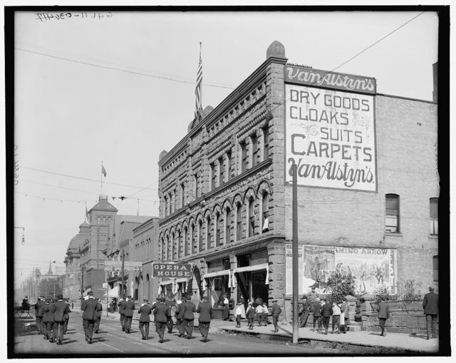 [Washington Street, showing opera house, Marquette, Mich.]