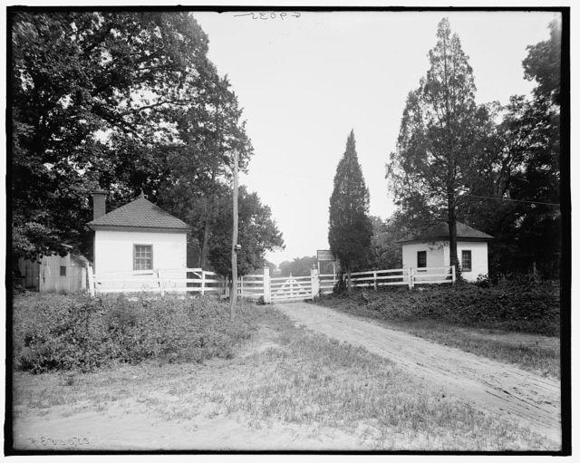 [West lodge gate, Mt. Vernon, Va.]