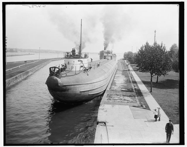 [Whaleback entering Weitzel Lock, Sault Sainte Marie, Mich.]