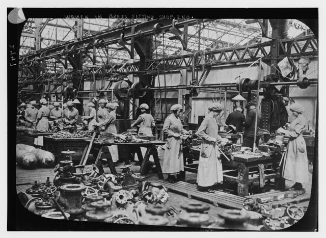 Women in brass fitting shop, Eng. [i.e. England]
