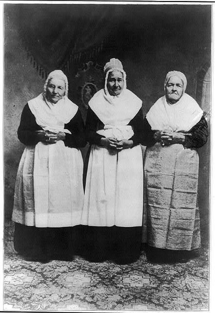 Women of the Schwenkfelder sect, possibly in Pennsylvania