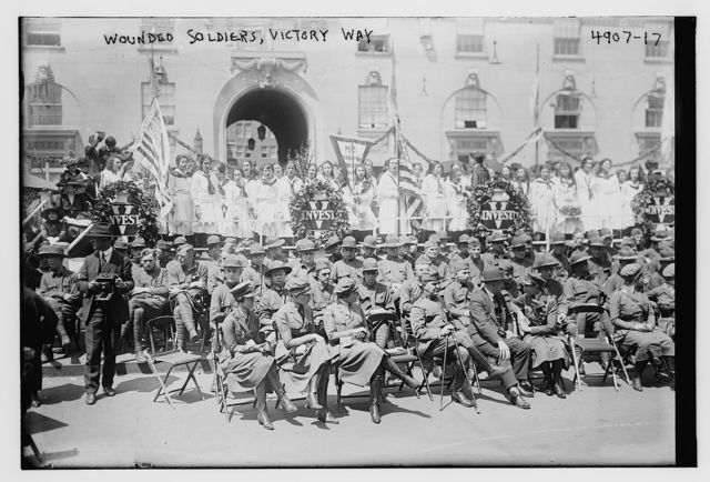 Wounded soldiers, Victory Way