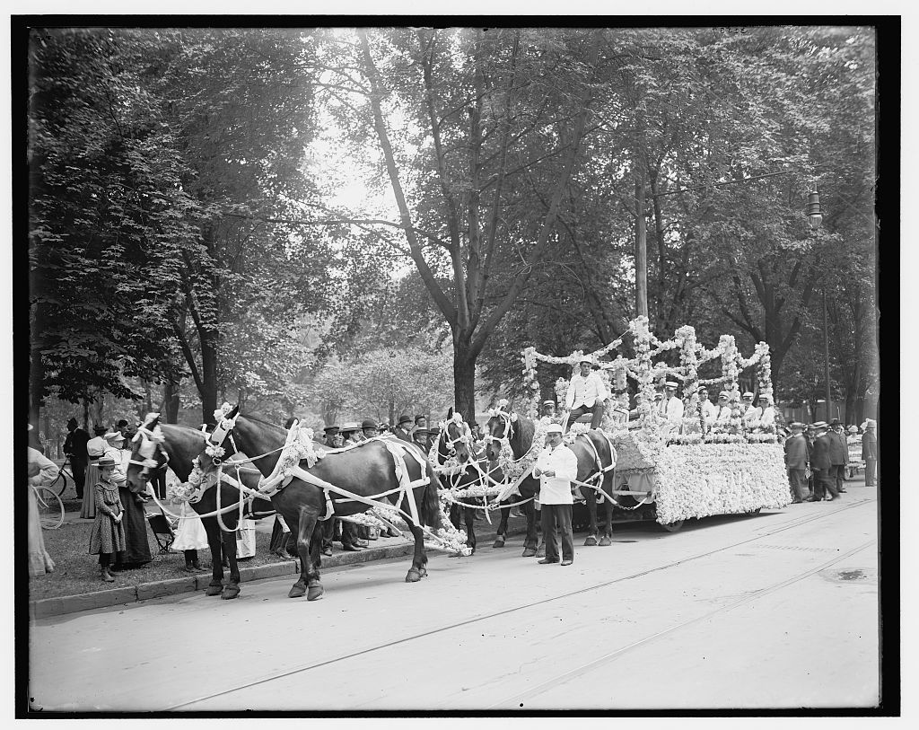 [Bi-centenary celebration, floral parade, newsboys' band, Detroit, Mich.]