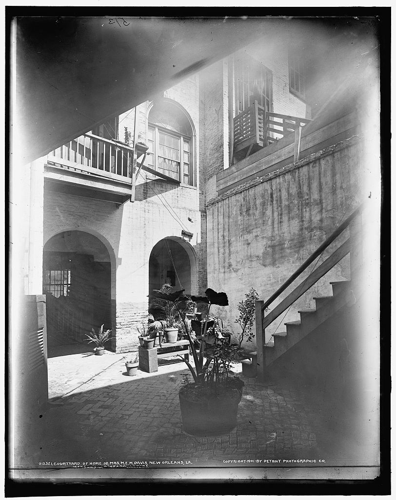 Court yard of home of Mrs. M.E.M. [Mary Evelyn Moore] Davis, New Orleans, La., Jackson's old headquarters