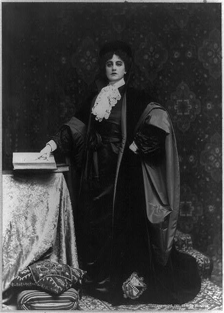 [Maxine Elliott, actress, full-length portrait, standing, facing front, dressed in role of Portia]