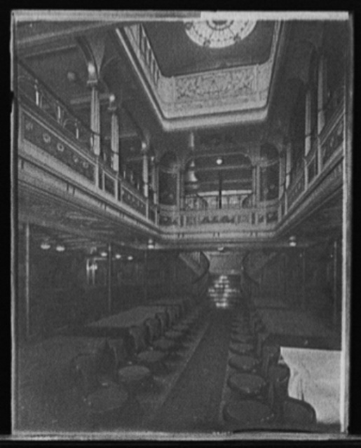 [S.S. Prinzessin Victoria Luise, dining room]