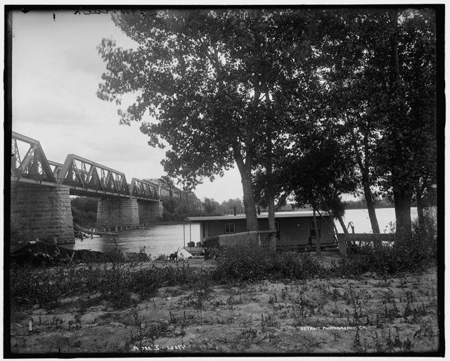 Steel bridge over Illinois River at Pearl, Ill.