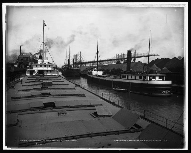 Unloading at ore docks, Cleveland, O[hio]