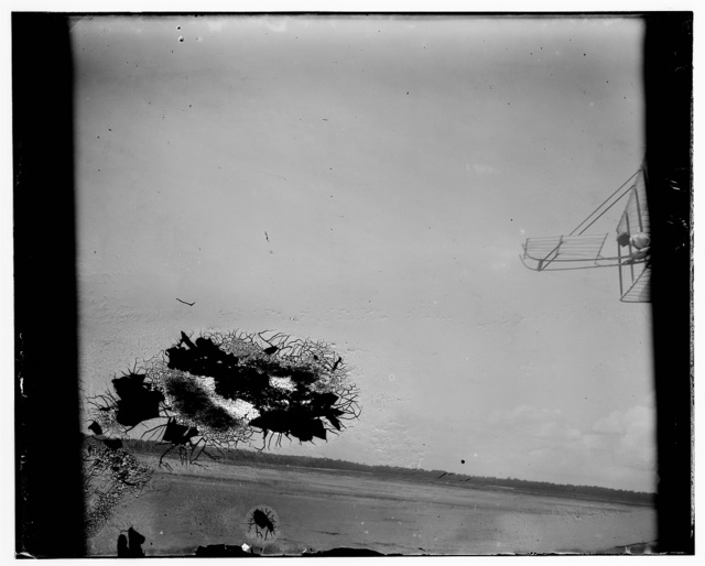 [Wilbur Wright gliding, Kitty Hawk, North Carolina]
