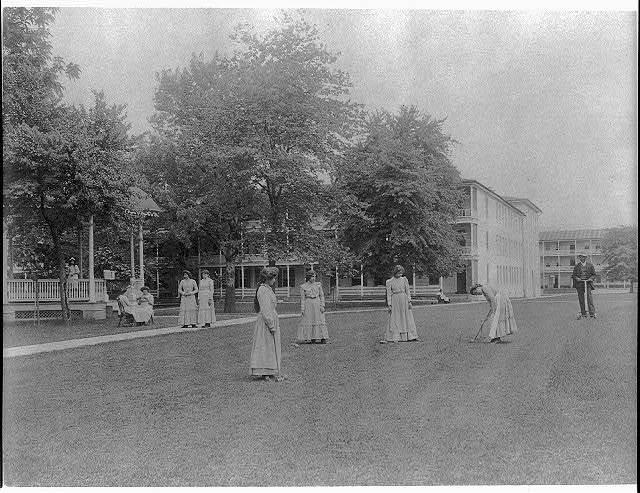 [Women student activities - playing croquet, Carlisle Indian School, Carlisle, Pennsylvania]