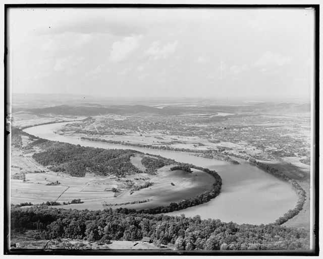 Chattanooga : the Tennessee River from Lookout Mountain