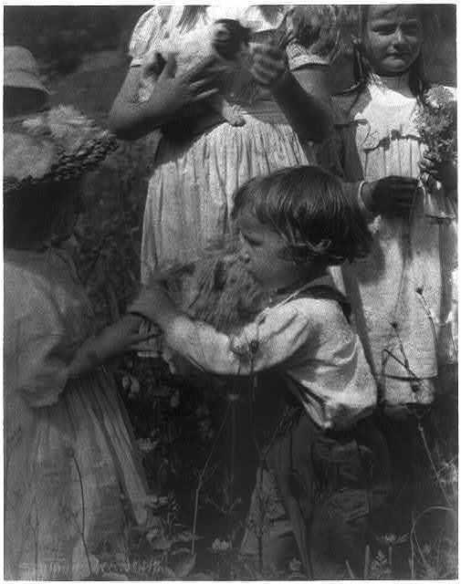 Happy days / Gertrude Käsebier.