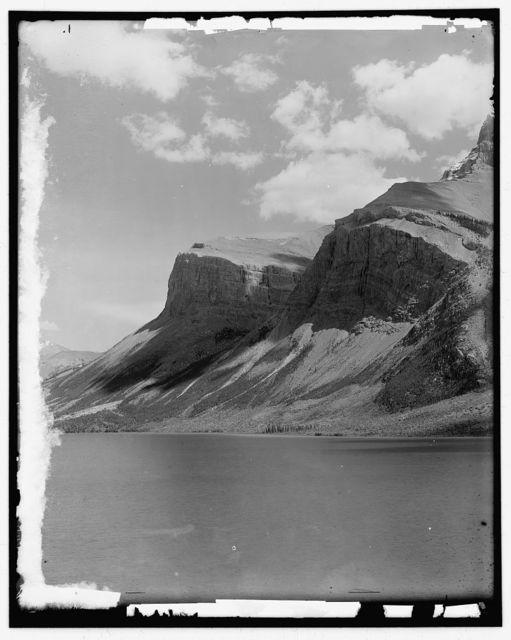 Lake Minnewanka, Alberta