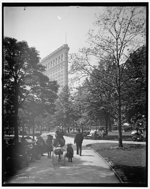 [New York, N.Y., Flatiron Bldg. from Madison Square Park]