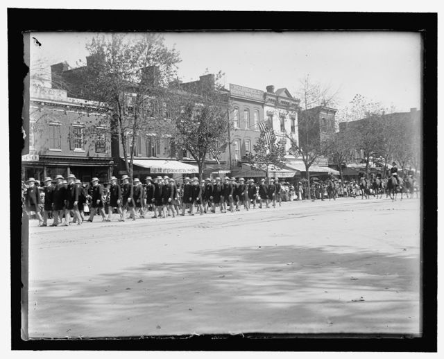 Rawlins Post of Minneapolis, Minn., which acted as escort to Gen. Ell. Torrance, Comdr.-in-chief. Dressed in light overcoats & fedora hats